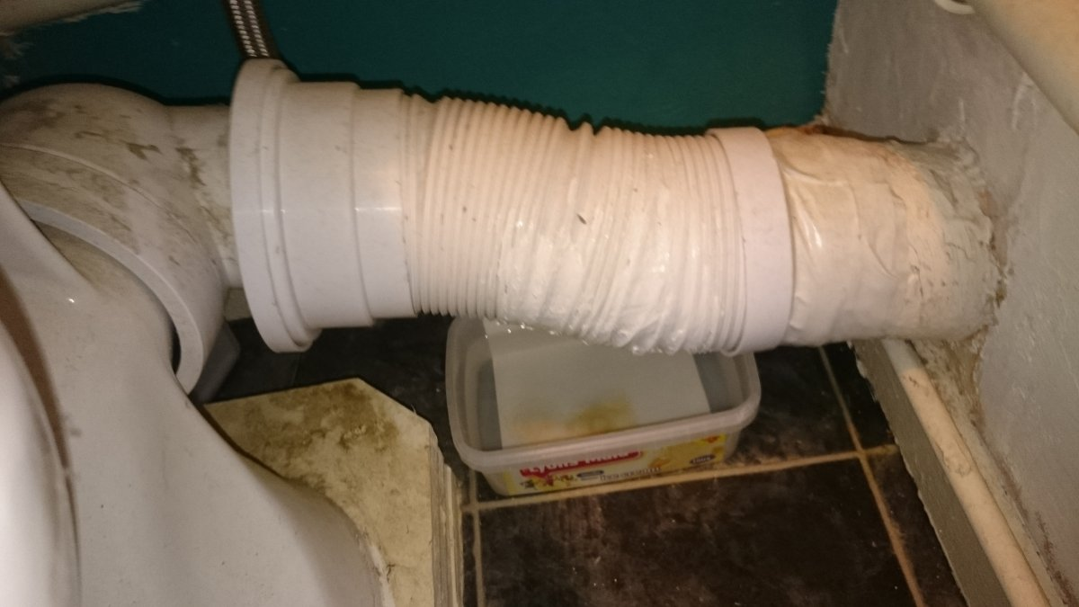 Help please   changing a 'non-standard' toilet pan pipe