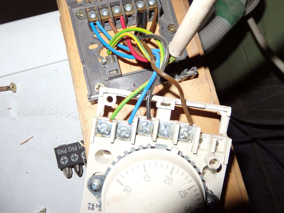Wiring Diagram For Honeywell T40 Thermostat : Isar he cm diynot forums