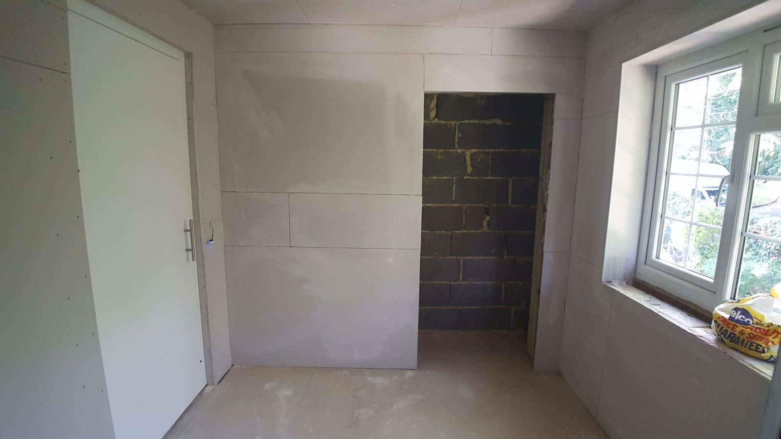 dressing room plasterboarded.jpg