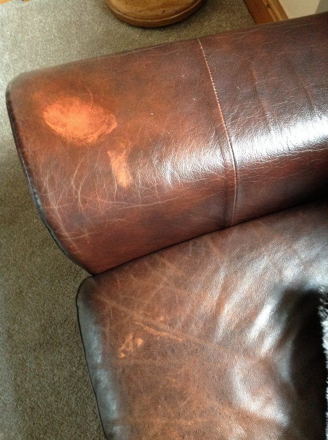 Leather Couch Have Cleaned Rubbed Off The Colour Diynot Forums