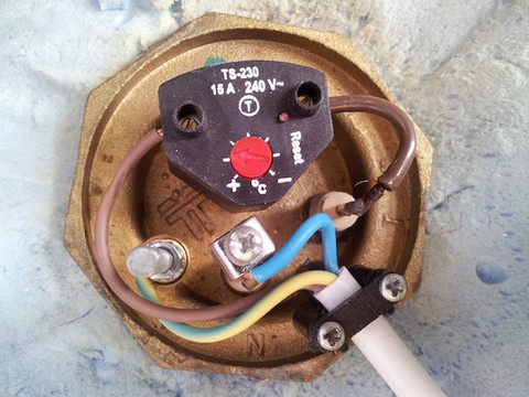 putting wire back into danfoss atc thermostat immersion diynot rh diynot com wiring immersion heater element wiring immersion heater to mains