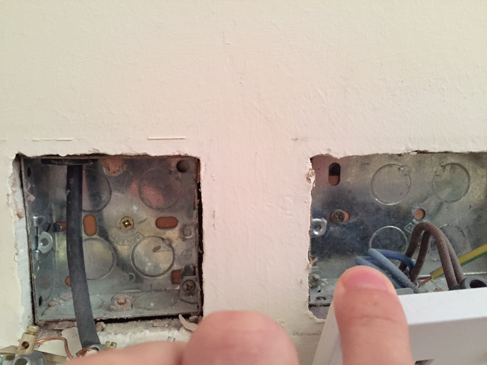 Mounting A Flat Screen Tv To A Plaster Board Wall