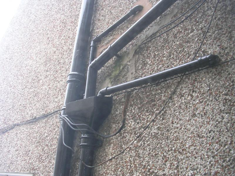 Connecting downpipe into cast iron soil pipe diynot forums for Bath waste pipe