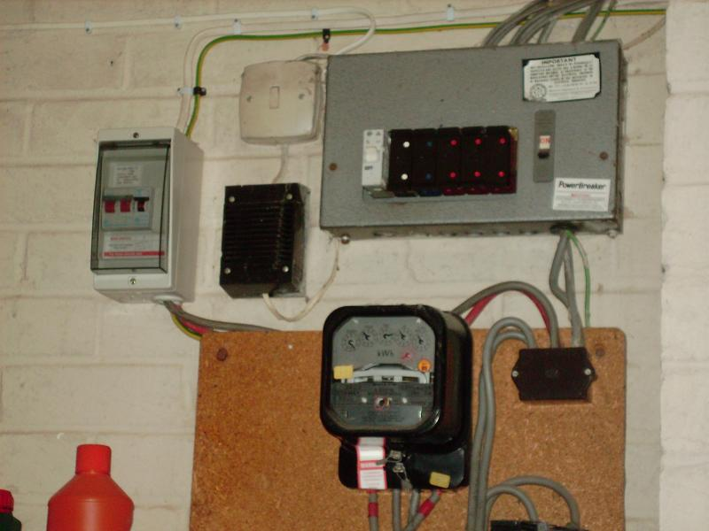 a few questions about wylex fusebox blown fuse diynot forums it does not look like one to me but is the more modern box on the left an rcd thus meaning a new unit is not necessary or is this the