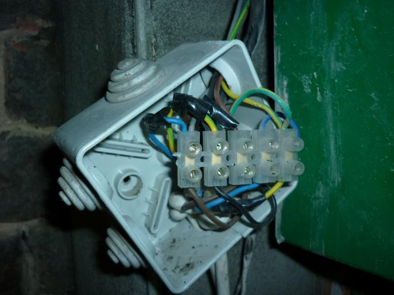full wiring an electric roller shutter diynot forums roller shutter key switch wiring diagram at readyjetset.co