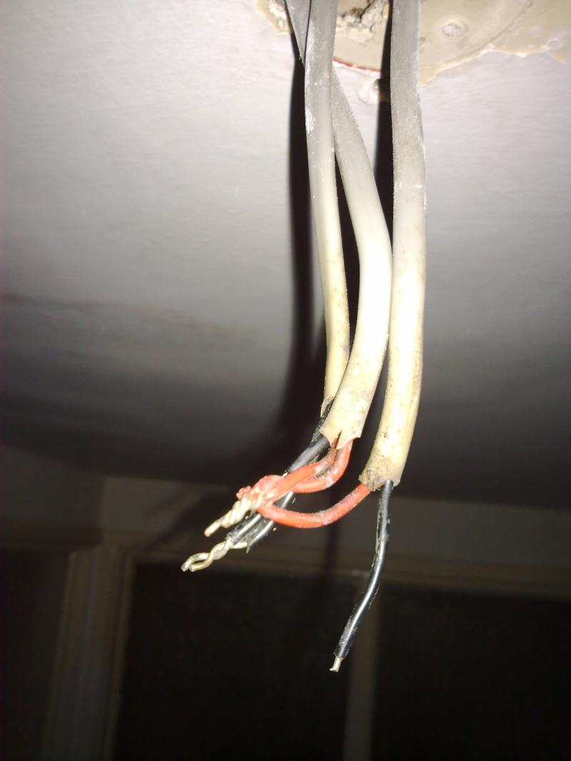 Wiring A Ceiling Light Without Earth 3 Cables To Very Old Rose Diynot Forums No Wires So You Cannot Install The New Fitting