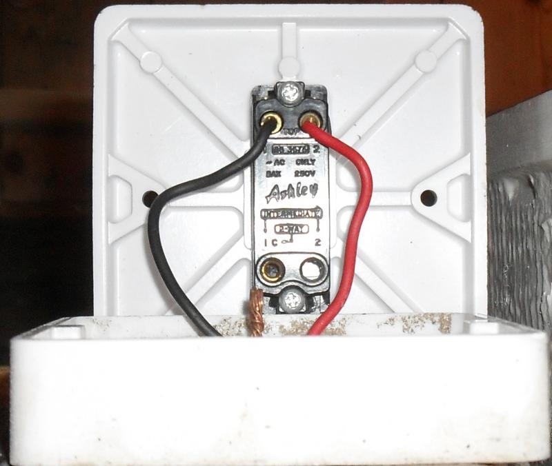 Adding additional switch+light to existing 2 way circuit | DIYnot Forums