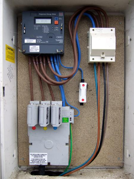 full controlling storage heaters on domestic 3 phase supply diynot forums 3 phase fuse box at webbmarketing.co
