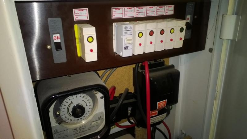 Fuses below (almost) every light switch in the house | DIYnot ForumsDIYnot.com