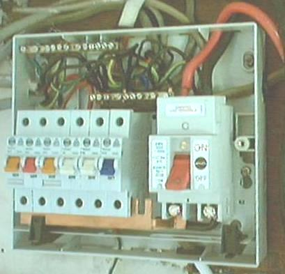 how to connect armoured cable to consumer unit